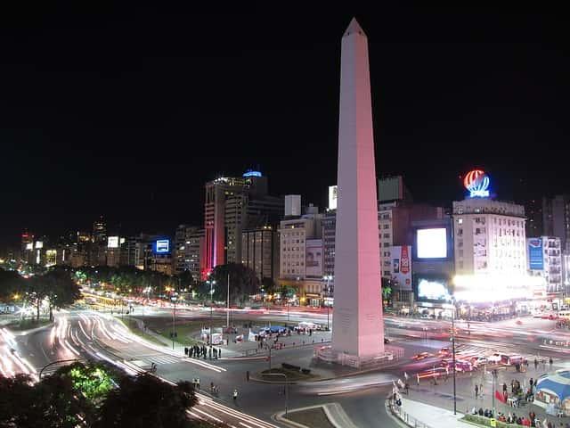 Nueve de julio y obelisco de noche