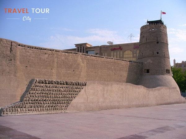 La torre más antigua del fuerte Al Fahidi