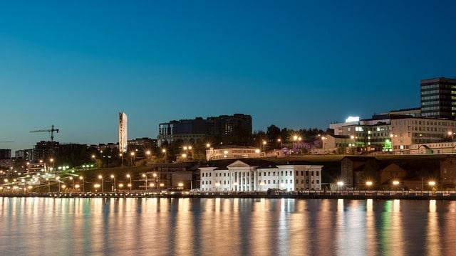 Ciudad Izhevsk en la noche