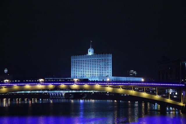 Moscú de noche en coche