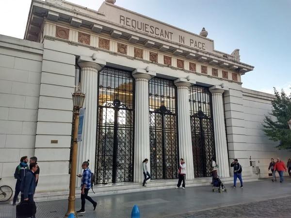Excursión al cementerio de Recoleta en Buenos Aires