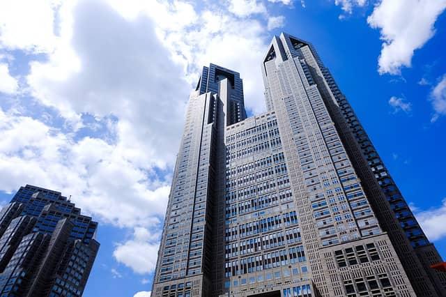 Súbete a la torre del gobierno en Tokio.