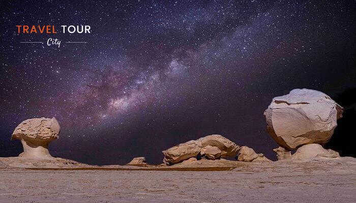 El desierto blanco de noche