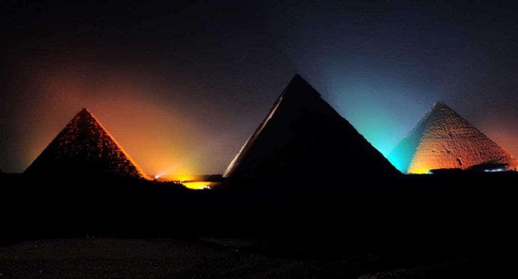 Espectáculo de luces en las pirámides de Giza